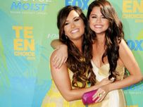 Selena&Demi Wallpaper  Selena Gomez and Demi Lovato Wallpaper