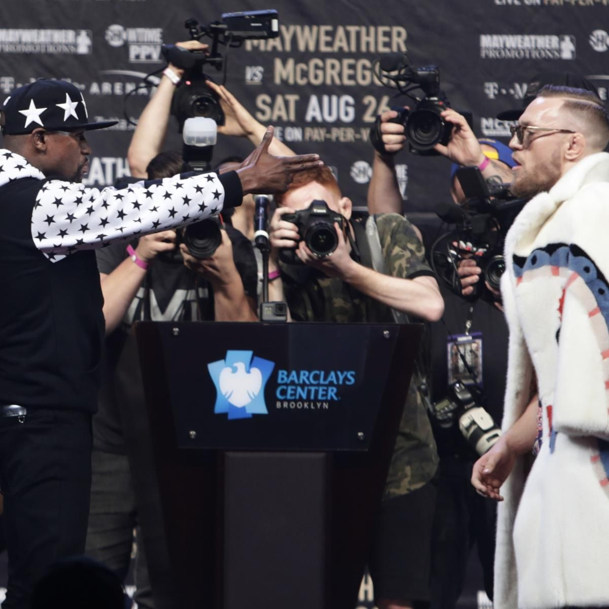 Floyd Mayweather, Conor McGregor Smack Talk at Presser; Notorious Denies Racism - Bleacher Report