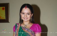 Wallpaper  Giaa Manek as Gopi of Saathiya family of Star Plus snapped