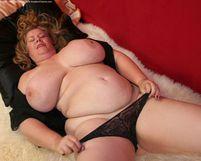 Curvy Sharon 42HH