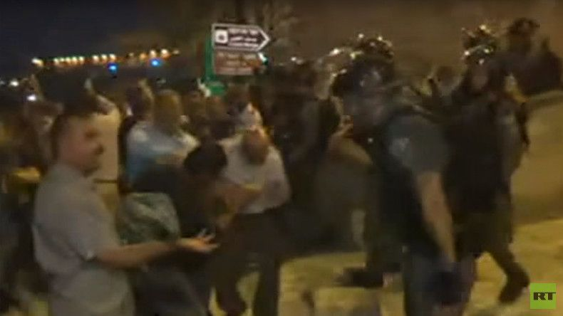 Israeli police clash with Palestinians in Jerusalem, RT Arabic reporter caught in violence (VIDEO)