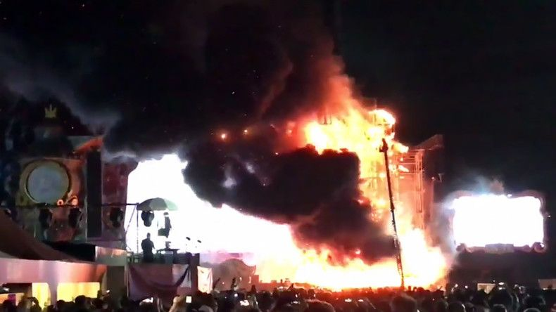 Massive Barcelona festival fire evacuates 22,000 (VIDEOS)