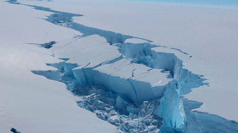 Larsen B part 2? Monster iceberg drifts further from Antarctic shelf (SATELLITE IMAGES)