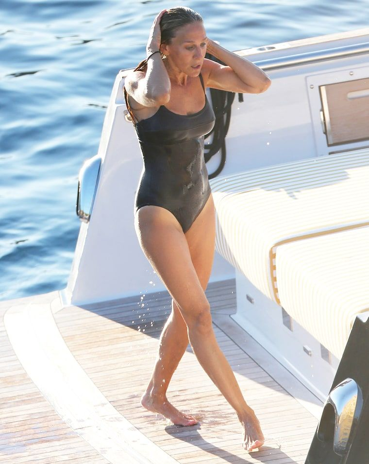 Sarah Jessica Parker 50 Stuns In A Sexy Swimsuit On Ibiza Yacht Trip With Celebrity Pals Pictures