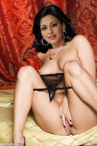 : Sonali Bendre Nude Showing Boobs n Fingering in Pussy [Fake