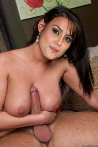 Preity Zinta Nude Exposing Boobs [Fake] - hotaks - 07-22-2012 04