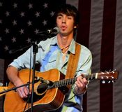 Mo Pitney | ??~PLaY Me SoMe CoUntRy and BlUeGrAsS~??