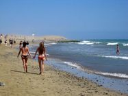 de Las Palmas de Gran Canaria: it's a topless beach, it's a nude beach