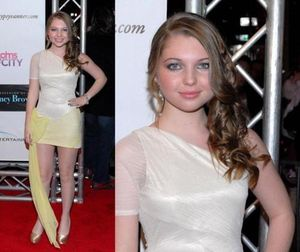Sammi Hanratty foi a premiere do filme The Greening of Whitney Brown e