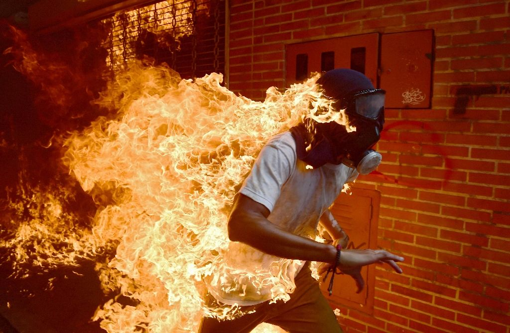 Flames, fatality at Venezuela demo over leader's crisis maneuver