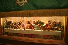 the last supper art on the lower part of the altar