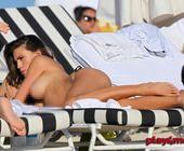 Miami vanno tutti pazzi per i topless hot di Claudia Galanti