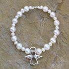 Pulsera de perlas y ángel de plata