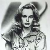 Actress SANDY DENNIS - Photo Signed : Lot 76