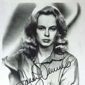 Actress SANDY DENNIS - Photo Signed : Lot 76