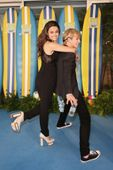 HechosR5 : Ross Lynch y Maia Mitchell promocionando Teen Beach Movie