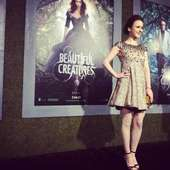 Rachel Brosnahan's Twitter Photo