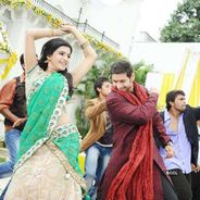 Mahesh Babu and Samantha in a still from the Tamil movie 'Athiradi