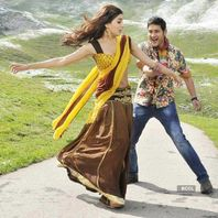 Mahesh Babu and Samantha in a still from the Tamil movie 'Athiradi