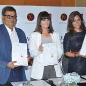 Neeta Lulla, Subhash Ghai And Meghna Ghai Puri Pose For The Flashbulbs