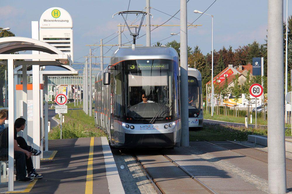 Nightkiss66 Public In Der Strabenbahn