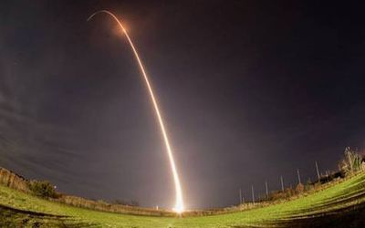 Spectacular Night Rocket Launch Wows ...