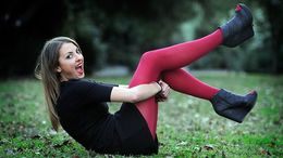 young teen model in leggings  Model Kelly wears Ambra velvet matte