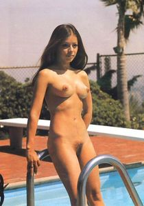 Nudist-pool -girl