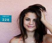 Download Selena Gomez i Vanessa Hudgens prawie nagie?! :: Poszkole pl