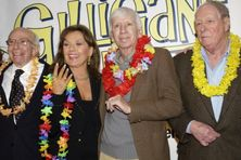 sherwood schwartz l the creator of gilligan s island poses with cast