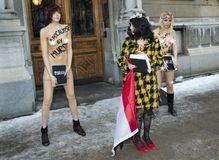 Aliaa Elmahdy (centre) su �Femen� akyvist?mis
