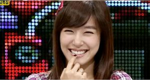 http://snsdkorean files wordpress com/2010/09/tiffany-smile jpg