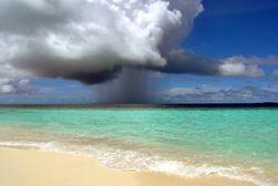 paesi reportage mare arriva la pioggia tag pioggia spiaggia mare