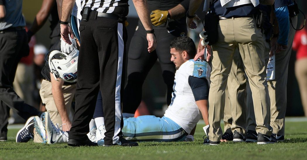 Derek Carr and Marcus Mariota Are Lost to Broken Legs - New York Times