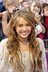 Miley Cirus affiche un maquillage nude discret et �l�gant  Munich