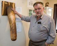 Sigurdur Hjartarson, afición: coleccionista de penes. | Tejiendo el