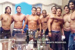 Salman Khan's shirtless party - Times Of India