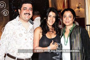 Ekta Kapoor at Chaaru Anand's exhibition - Times Of India