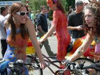 Datei:Fremont Fair 2007 preparade naked cyclists 08 jpg � Wikipedia