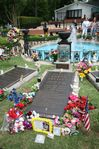 File:Elvis grave Graceland.jpg  Wikipedia, the free encyclopedia