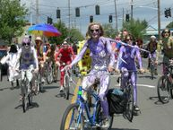 Description Fremont naked cyclists 2007  13.jpg
