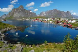 File:Reine Lofoten 2009 JPG  Wikipedia, the free encyclopedia