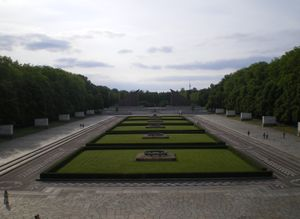File:View from base of statue in Treptower Park JPG - Wikimedia