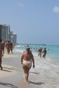 file haulover-beach-nude-bathers jpg - wikimedia commons