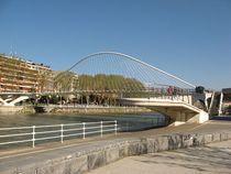 File:Puente Zubi Zuri jpg  Wikimedia Commons