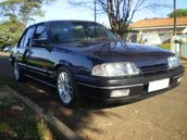 Monza conviveu bem com o Chevrolet Vectra, lan�ado em 1993, at�