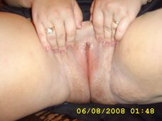 cristina isi expune pizda si noul ei piercing Picture 070.jpg