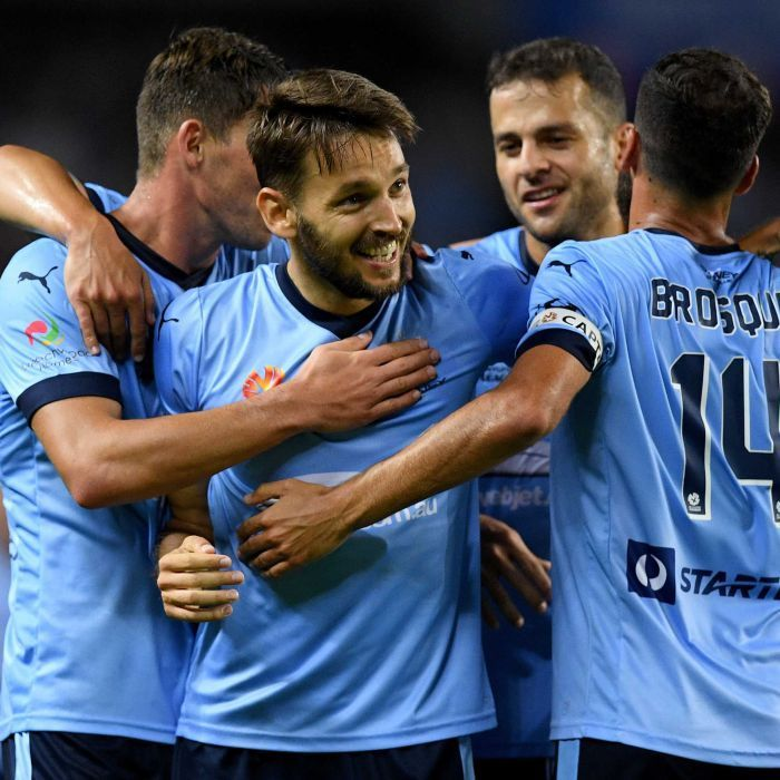Ninkovic wins Johnny Warren Medal, Kerr takes out Julie Dolan Medal