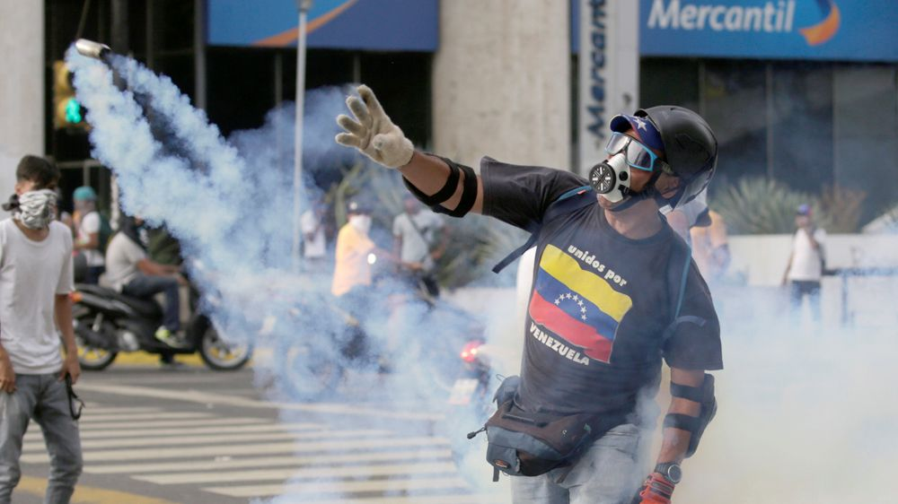 Caracas: Bloodshed at 'mother of all marches'