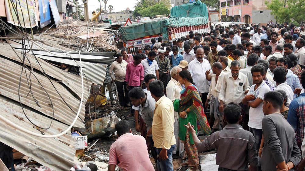Truck ploughs into Indian farmers killing at least 14